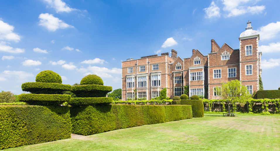 Hertfordshire's Hatfield House and gardens in the sunshine